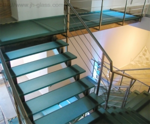 walkable-glass-flooring-tile